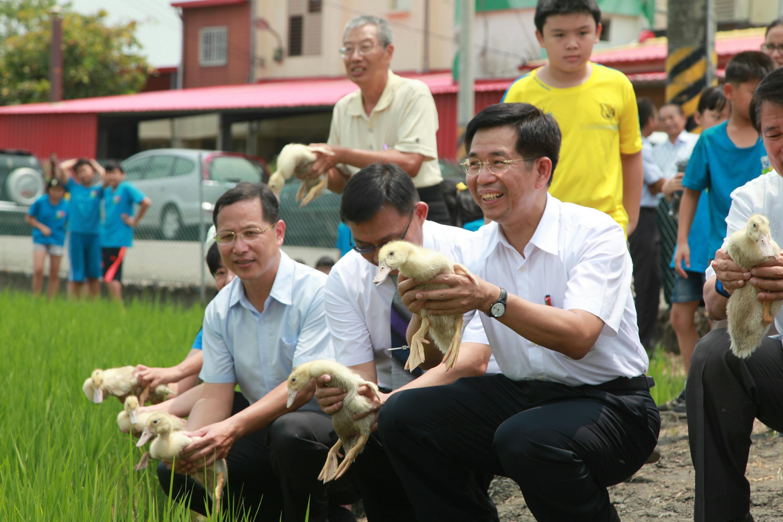 退休教師風華再現  部長赴彰化支持