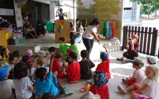 臺灣文化兒童戲劇表演,邀請臺下小朋友一起參與.JPG