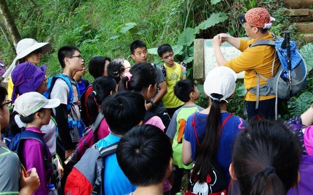 帶領學生走入山林 學習登山安全與提