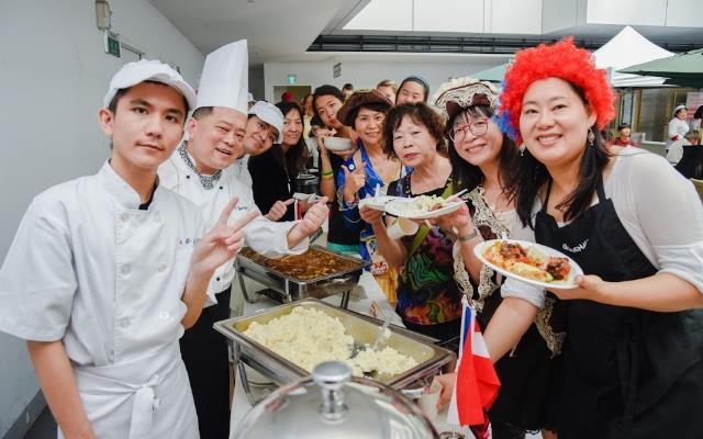 由境外學生及接待家庭組成的Super Chef,以及南臺科技大學餐旅管理系一起大啖各國美食料理,透過飲食了解彼此國家文化_大圖