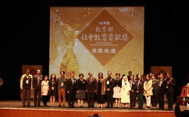 團體獎項大合照.JPG_大圖