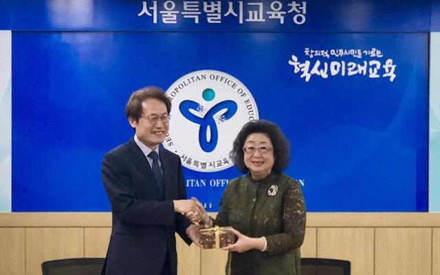 20190609_02_范政次與首爾教育監互贈禮品,並邀請九月來台訪問_大圖