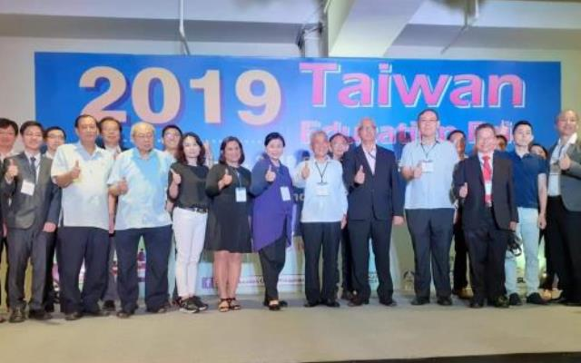 2019年菲律賓臺灣教育展開幕式與會嘉賓合影.JPG_大圖