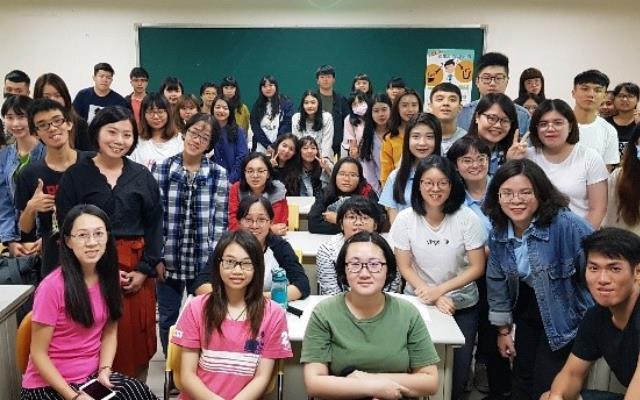 企業導師與同學分享職場經驗_大圖