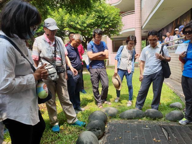 實習課程介紹小黑蚊生長環境與防治方式。_大圖