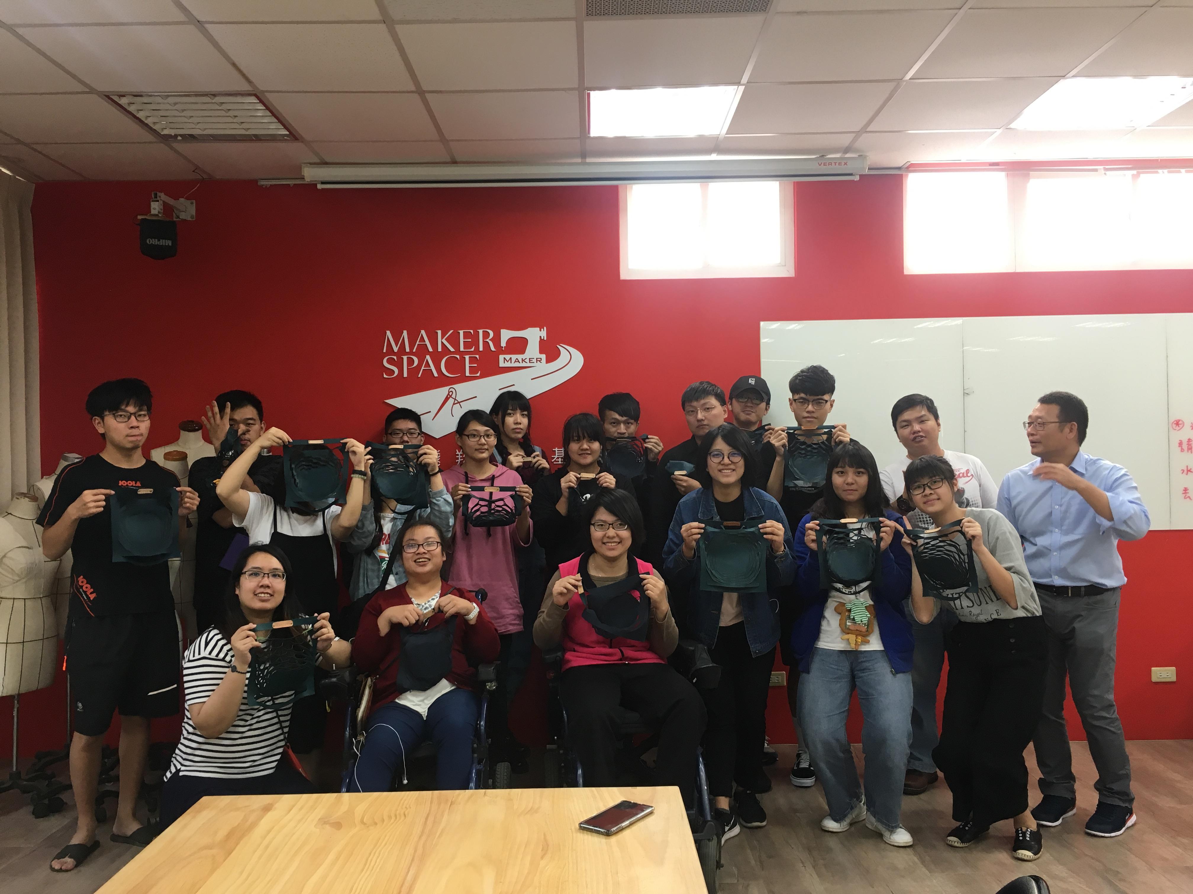 陳萱同學參與資源教室辦理的職涯參訪活動,到衣啟飛翔創客基地參觀_大圖