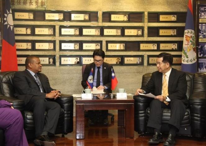 教育部潘文忠部長(右)與法博副總理(左)針對兩國教育_大圖