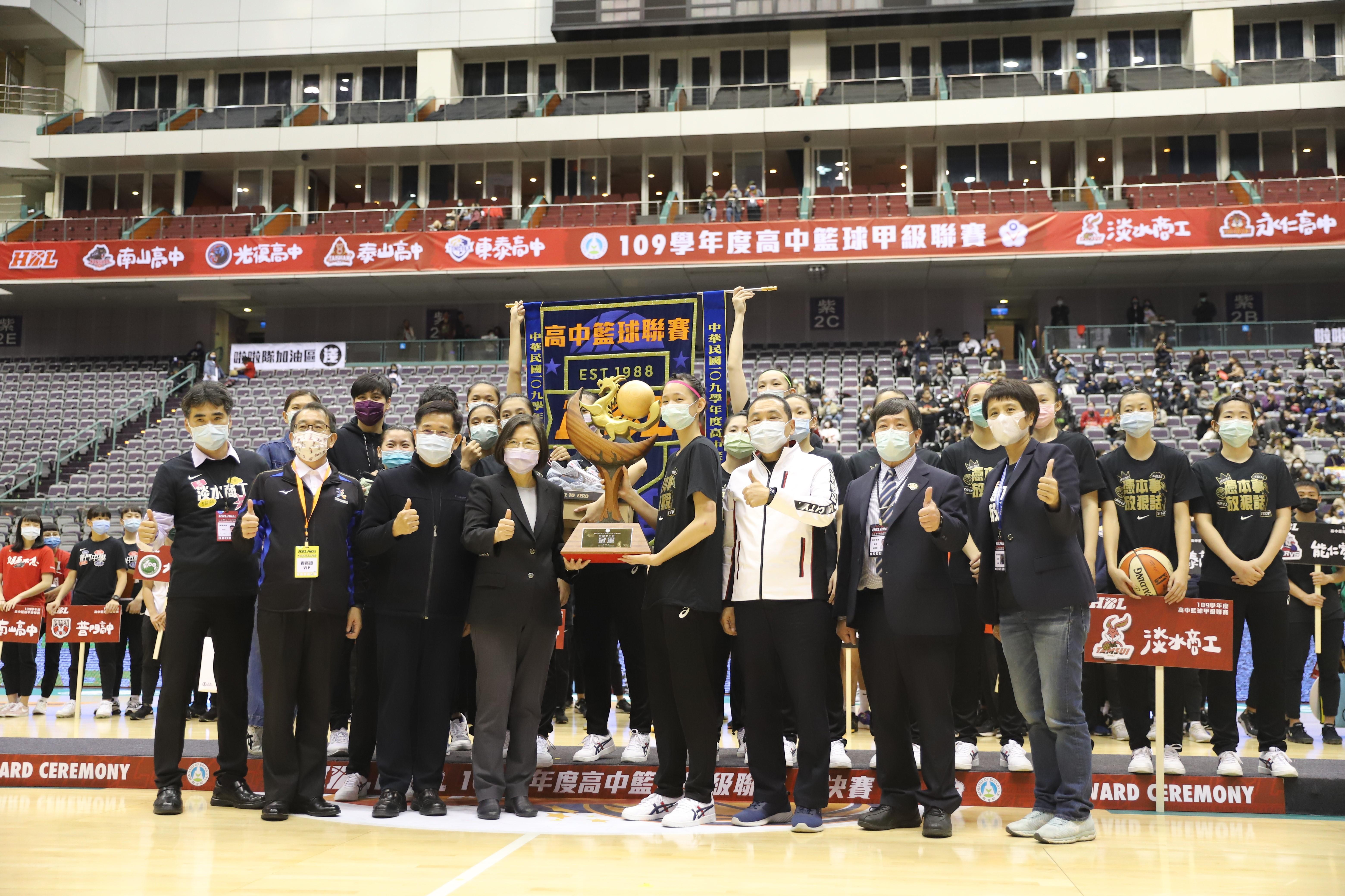 (附件照片1)1101013-1-學校體育貢獻獎得主_中華民國高級中等學校體育總會_大圖