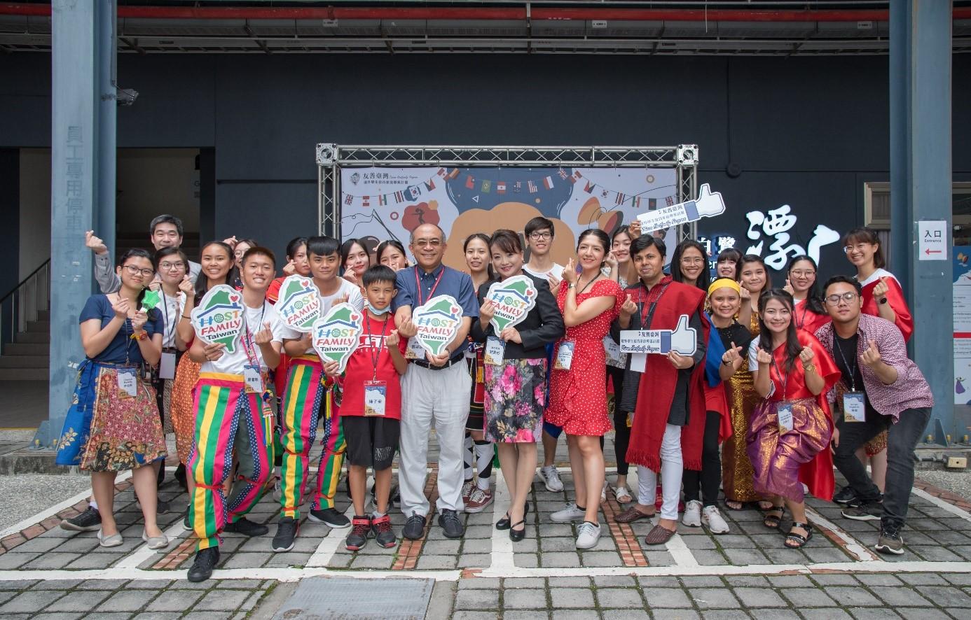 教育部劉素妙專門委員、計畫主持人及協同計畫主持人與表演人員合影_大圖