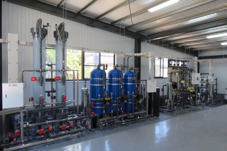 嘉南藥理大學打造全國首座「再生水類產線工廠」,可產出次級再生水就近供校園內使用,亦可生產高級再生水,支援附鄰近南部科學園區科技廠(拍攝日期2019年11月13日)_大圖